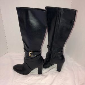 CHAPS black heeled boots